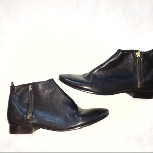 Cole Haan 8B black leather ankle booties/boots